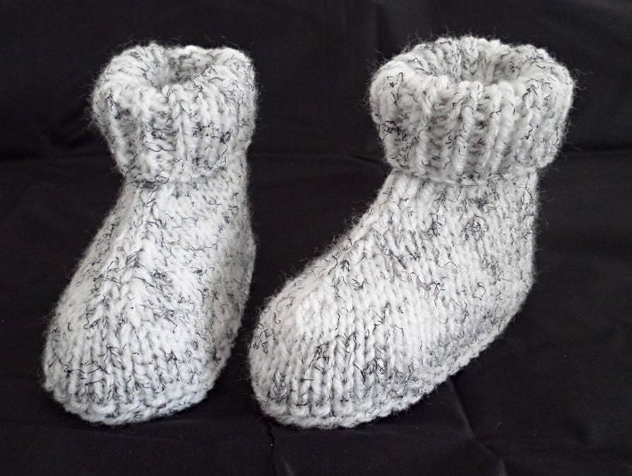 Hand Knitted baby Boots Baby Booties New baby Booties White Boots Baby Boy Baby Girl Mum To Be Gift New Baby Gift Baby Slippers