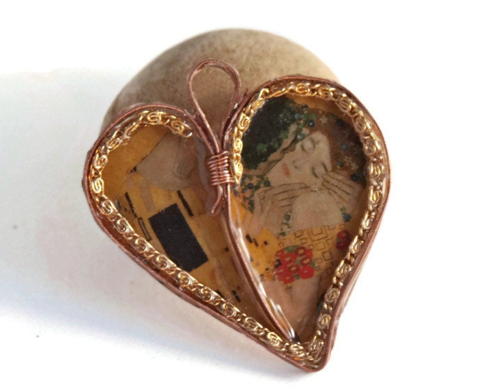 Valentine heart with Klimt, The Kiss in metalwork heart pendant - copper heart - CamillaLimon