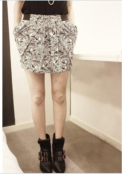Womens stretchy TRIBAL print mini SKIRT black and white S M