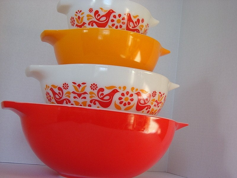Vintage Pyrex Friendship Cinderella Bowl Set