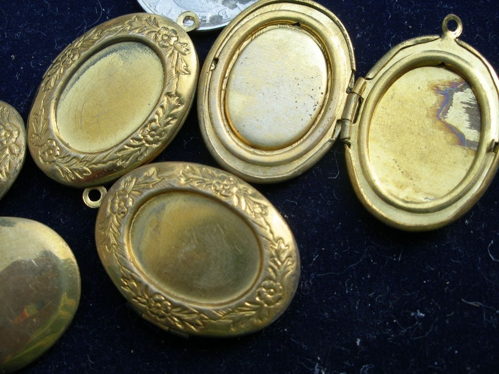 New vintage patinated brass oval lockets pendants (2) from the 1970s  WWWG,  TeamESST, trashionteam, olyteam
