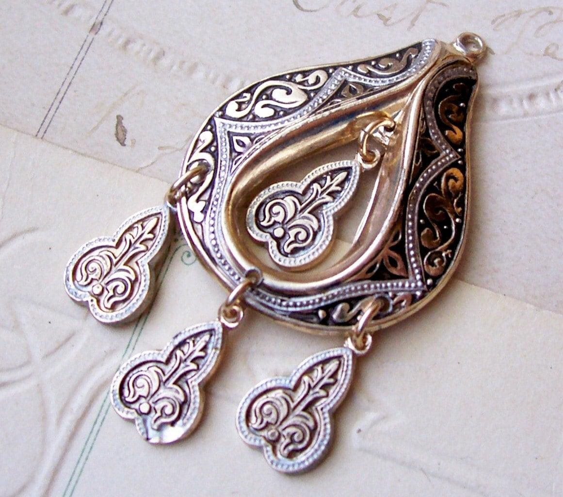 Vintage faux damascene patterned chandelier pendant X 1