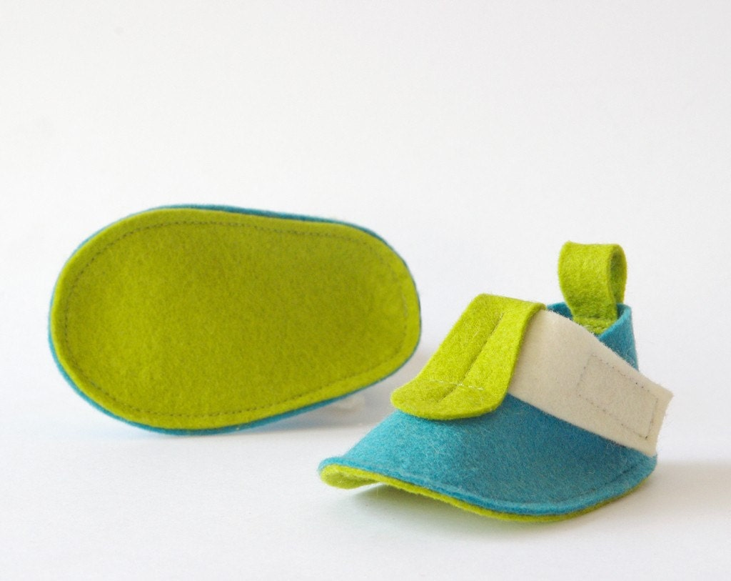 Blue baby booties Pop Finland - soft sole baby shoes turquoise, green & white pure wool felt