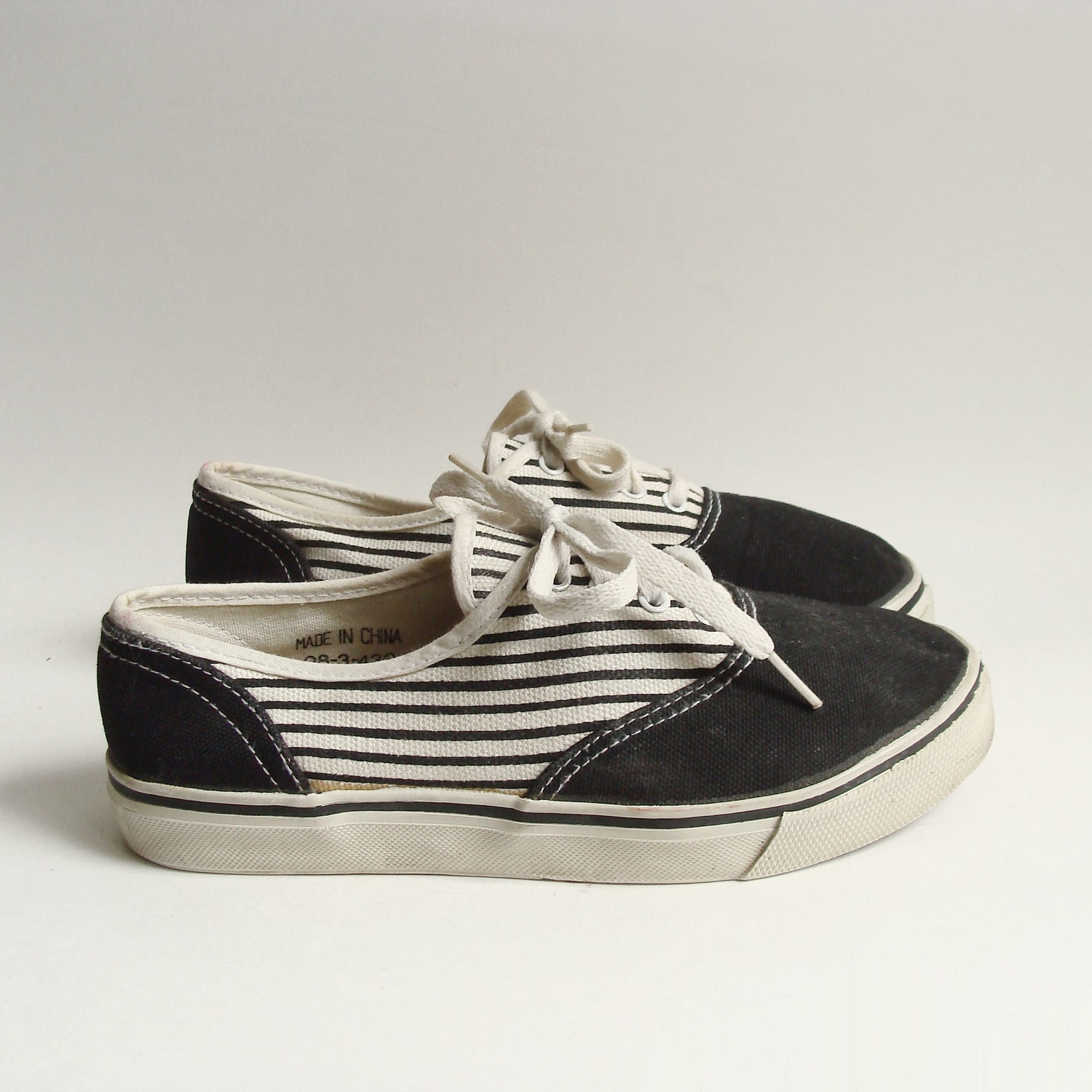 shoes 5 5 1980s 80s black canvas skate by