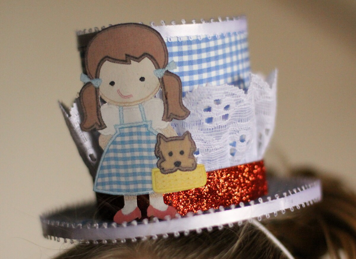 Dorothy Wizard of Oz mini top hat