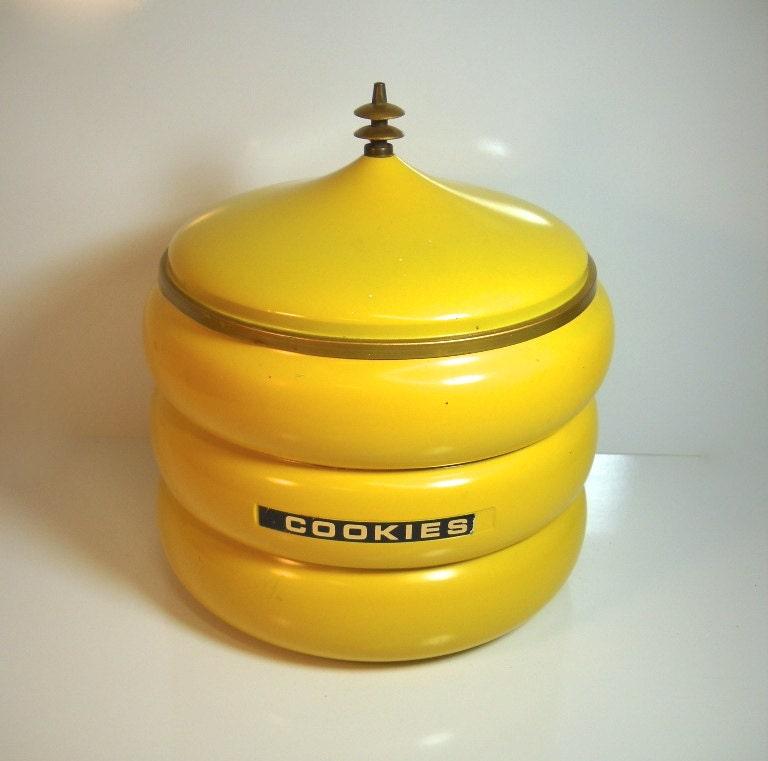 Vintage metal cookie jar beehive atomic late by wallstantiques - Beehive cookie jar ...
