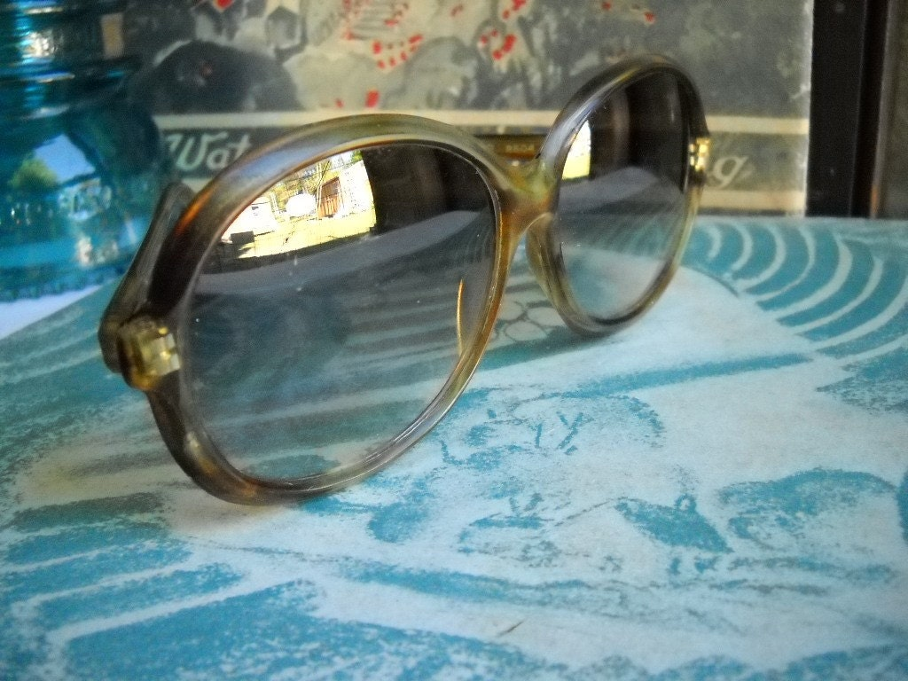 Vintage Jackie O Round Tortoise Shell by VintageEyeFashion on Etsy from etsy.com