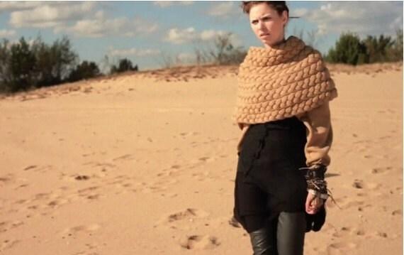 Плетеный пончо с рукавами Camel