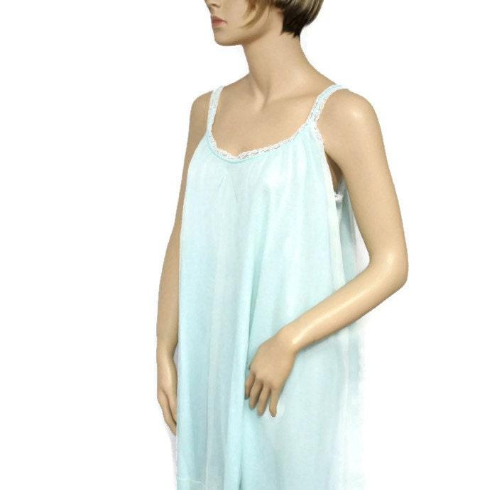 Vintage Aristocraft Nightgown Seafoam Size Medium Lingerie Lacy Short Nightie1960's Dainty Embroidered Nightie - VintageAgelessThings
