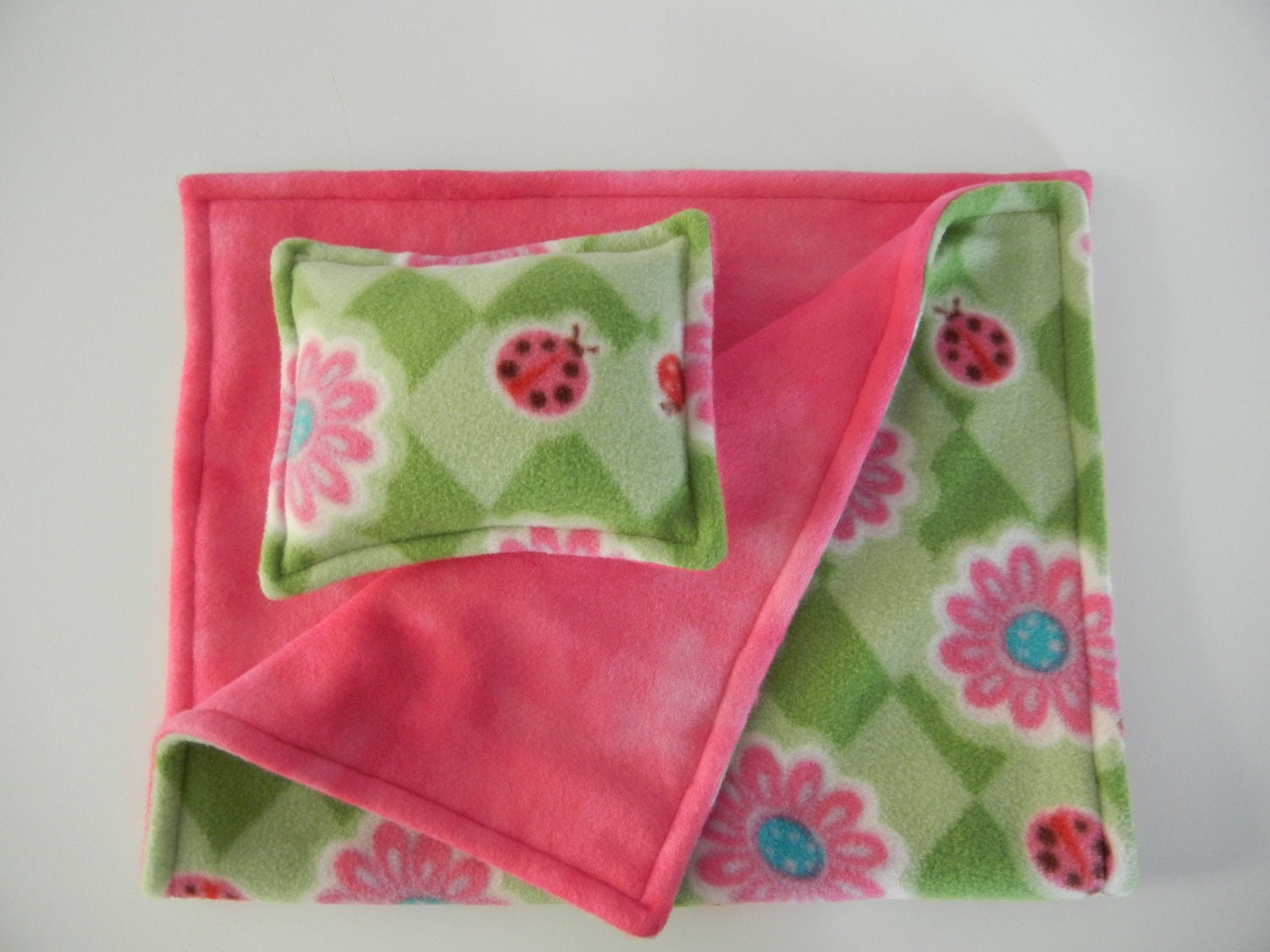 Pink Throw Blankets: Add a touch of warmth to your bed with a craftily placed throw blanket.