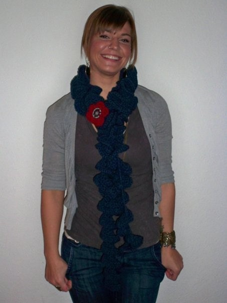 Ruffle Me Scarf Knitting Pattern | Red Heart