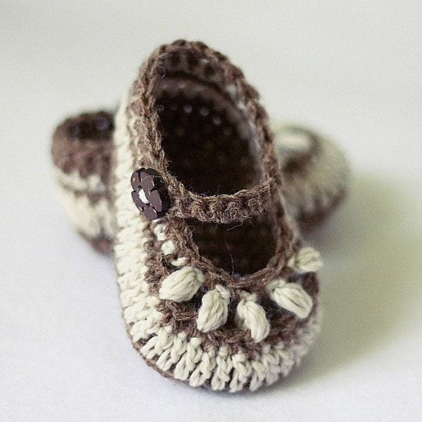 zapatitos de bebe tejidos.