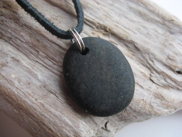 SPECKS OF GOLD Beach Stone Necklace Choker. From lakehousetreasury