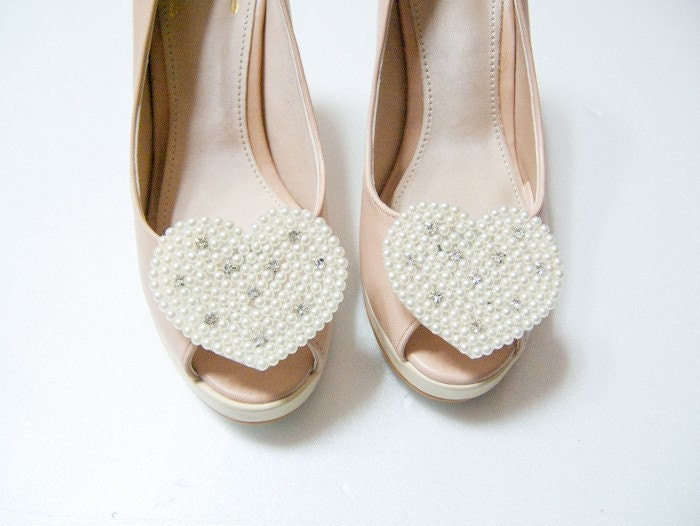 Heart pearls shoe clips in Ivory,white