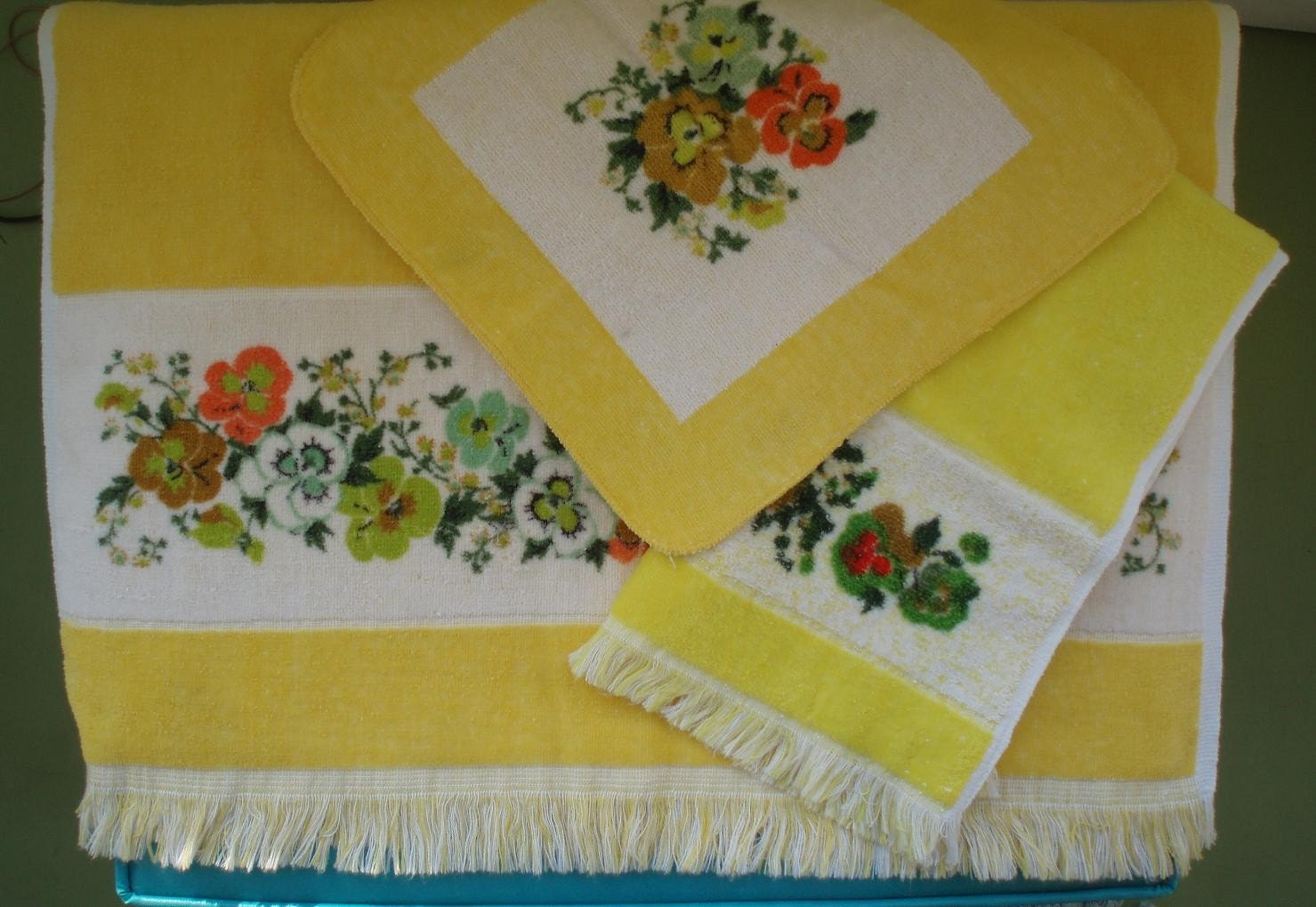 even your bathroom can be bursting with vintage yellow goodness with these like new towels!