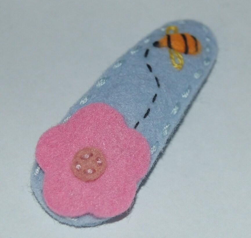 Neskat's Embroidered Wool Felt Hair Clip -bee-