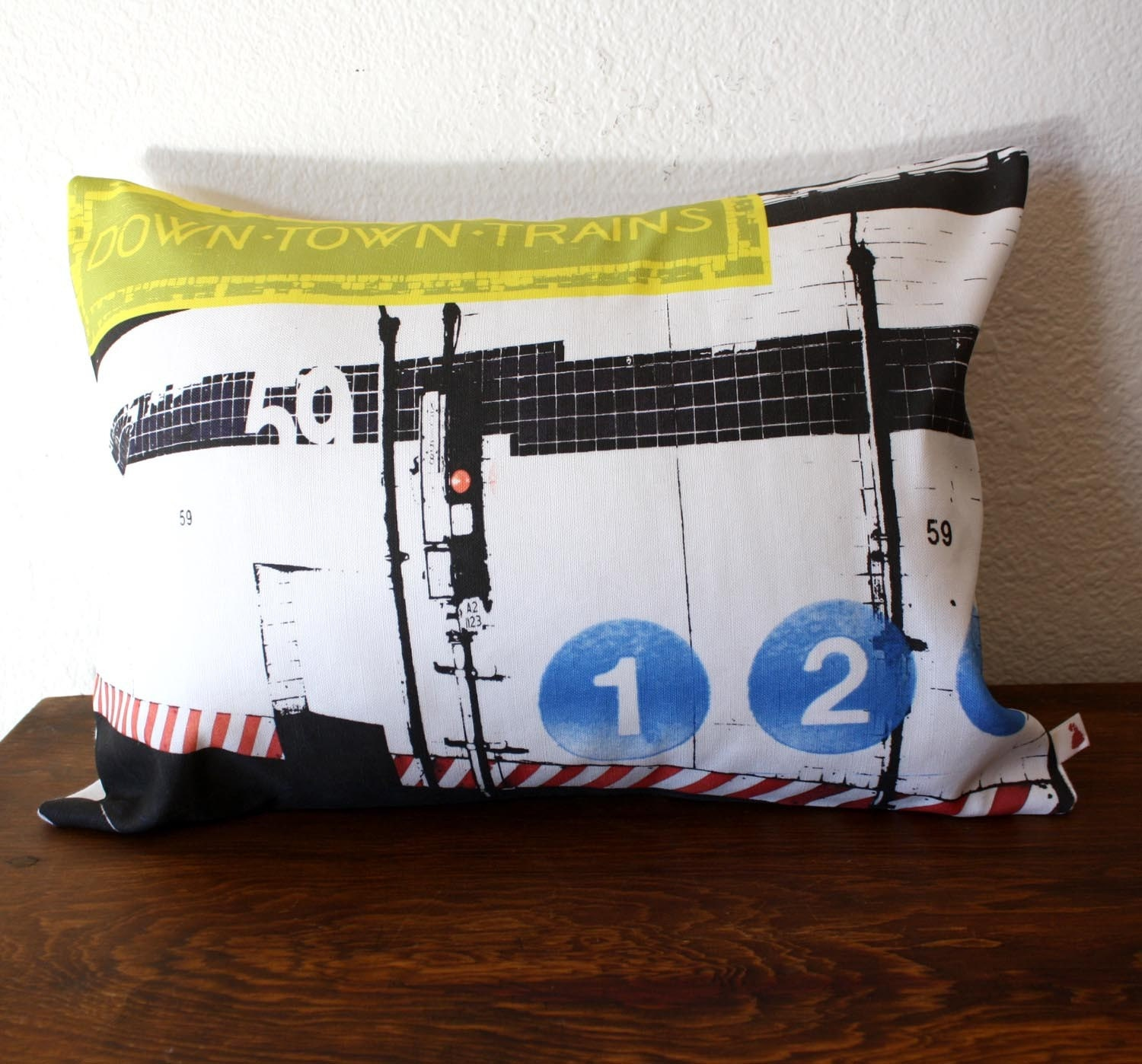 NEW - Urban Throw Pillow - Style no17 - NYC - 12 x 16 PILLOW COVER