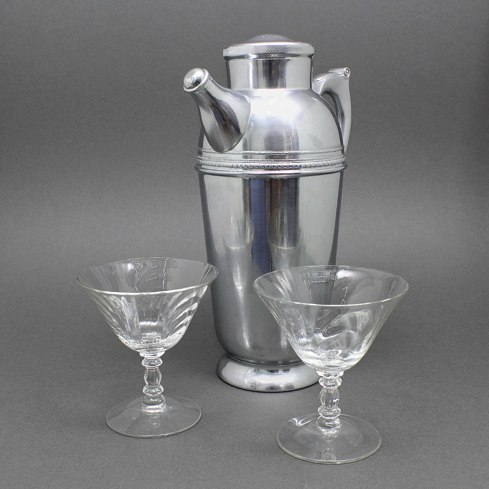 Krome-Kraft Deco Cocktail Pitcher, Farber Bros., Art Deco / Hollywood Regency Style, Chrome Cocktail Shaker / Pitcher, ca. 1940s - ZoeDesignsVintage