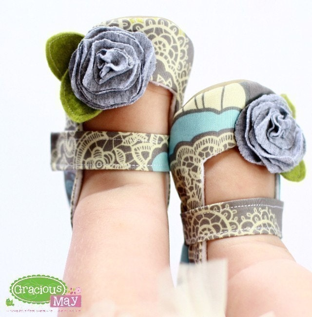Heathered Gray Roses - Maryjane