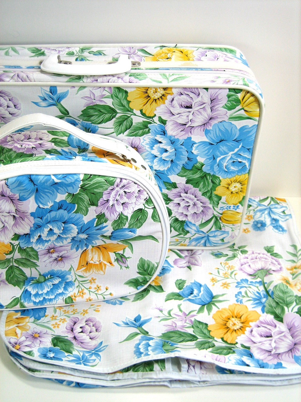 SALE.....Girls Floral Vinyl Luggage Set.  New Vintage.  70s.