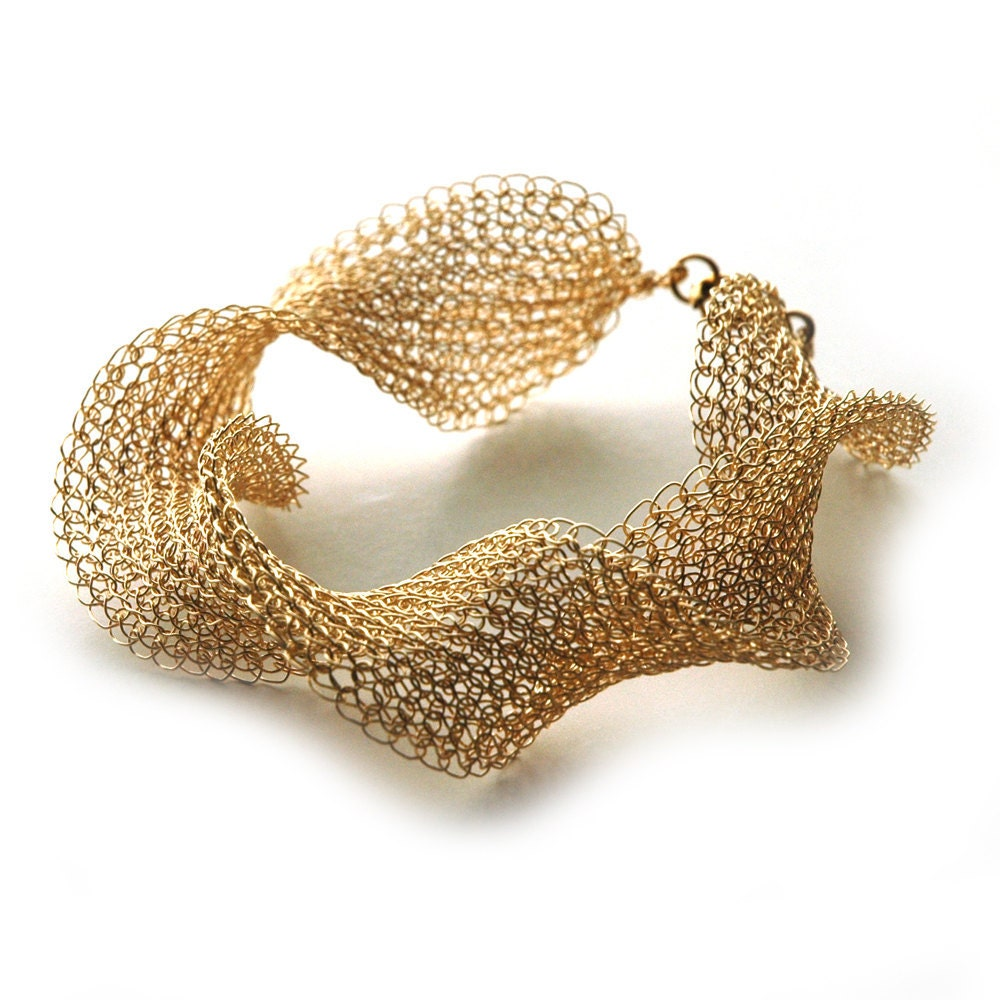Volume gold wire crochet bracelet INFINTY elegant gold