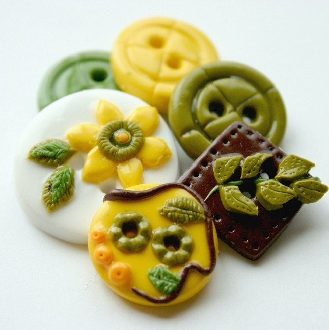 Nature's Garden  (handmade buttons set of  6)
