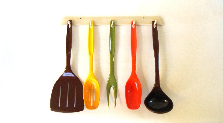 1970s kitchen plastic foley kitchen utensil set by for Plastic kitchen set