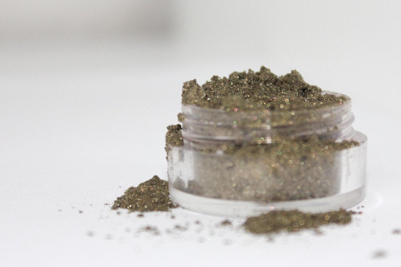 Mineral Eyeshadow - Olivine - 5 gram sifter jar - MumMumsCrafts