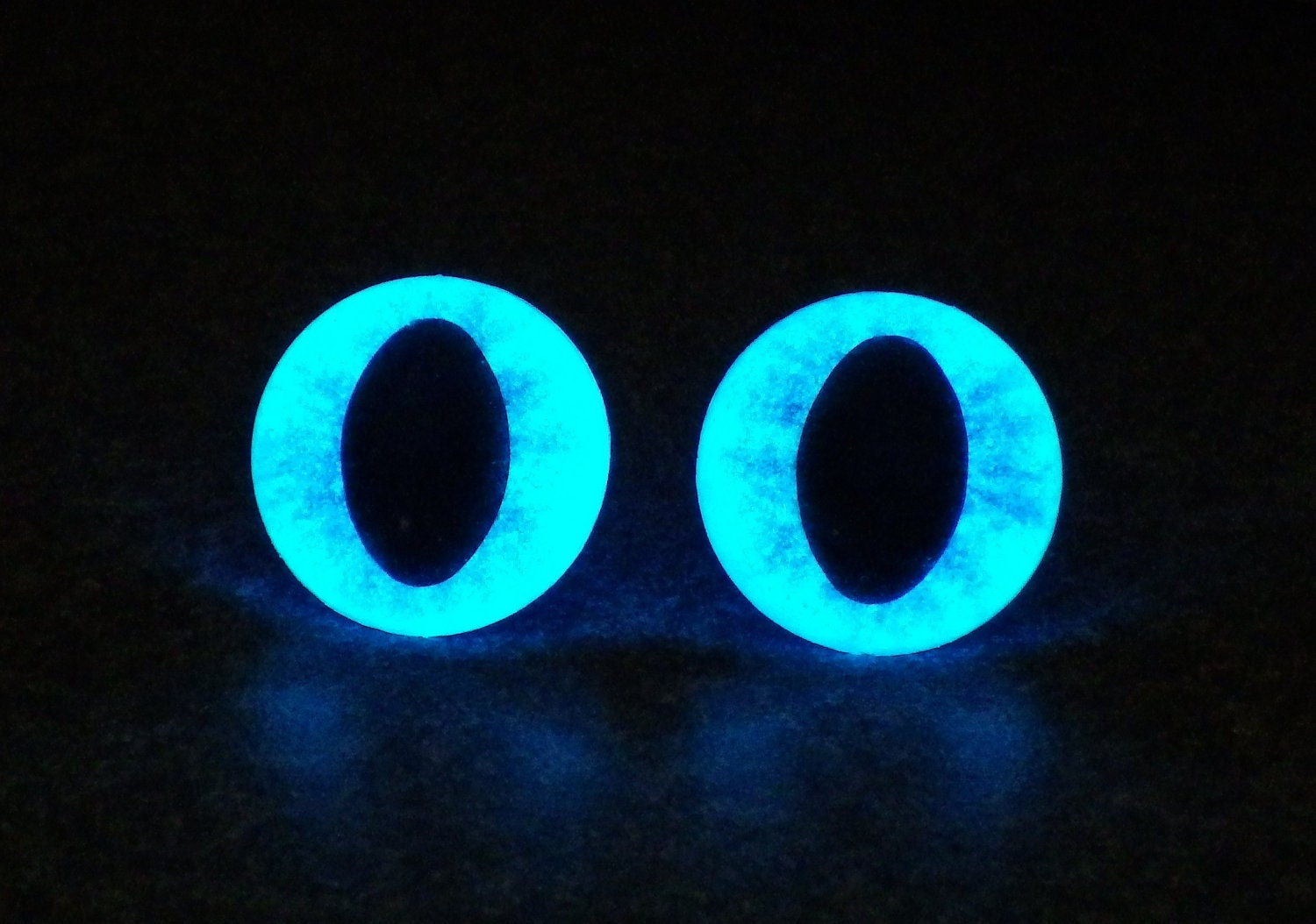 Items similar to 24mm Safety Eyes, Metalic Blue Glow In ...
