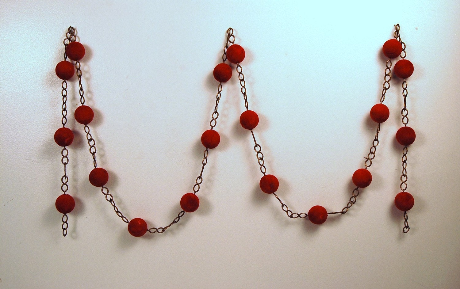 Vintage 1960's RED Round and Gold CHAIN Garland........six feet