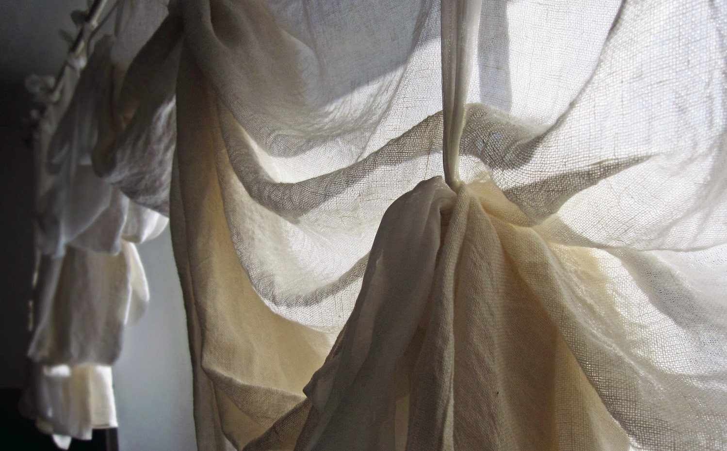 Draped linen curtains Pearly White