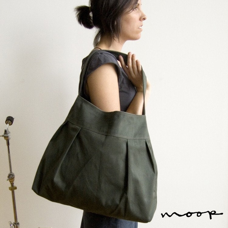 The market bag in two shades of sage