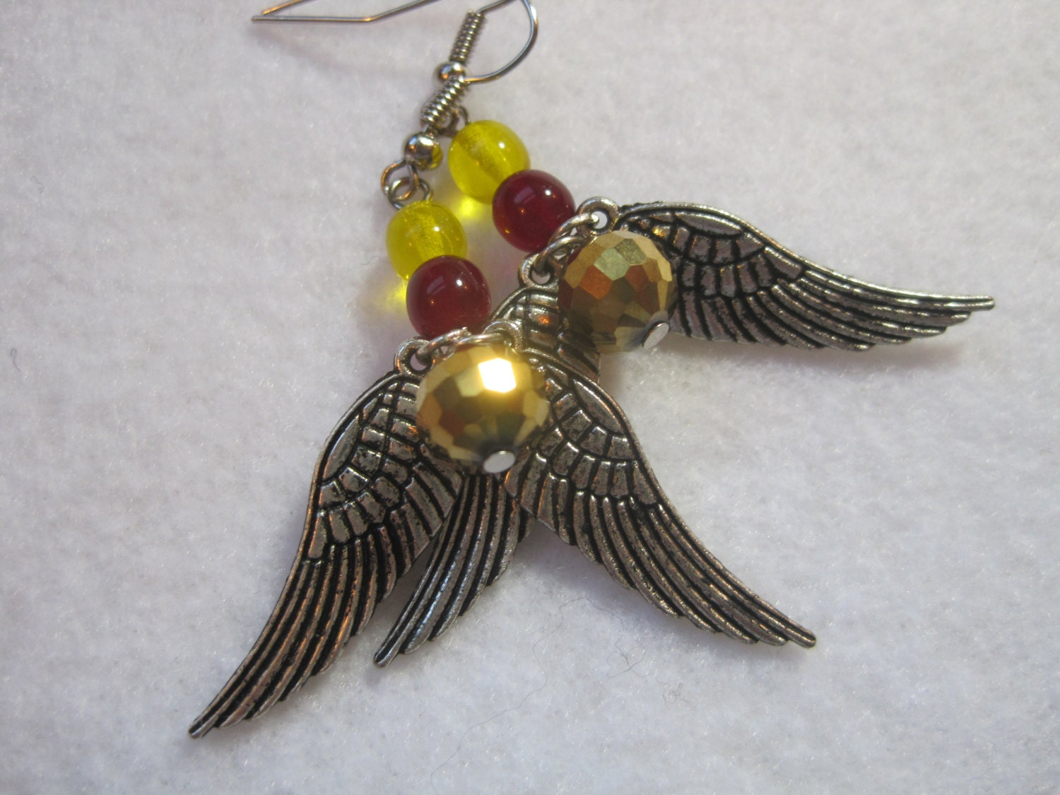 Golden snitch earrings. Harry Potter jewelry. Quidditch earrings. Gryffindor colors. Other houses available. Be a seeker! 150 points! Silver - ArtsParadis