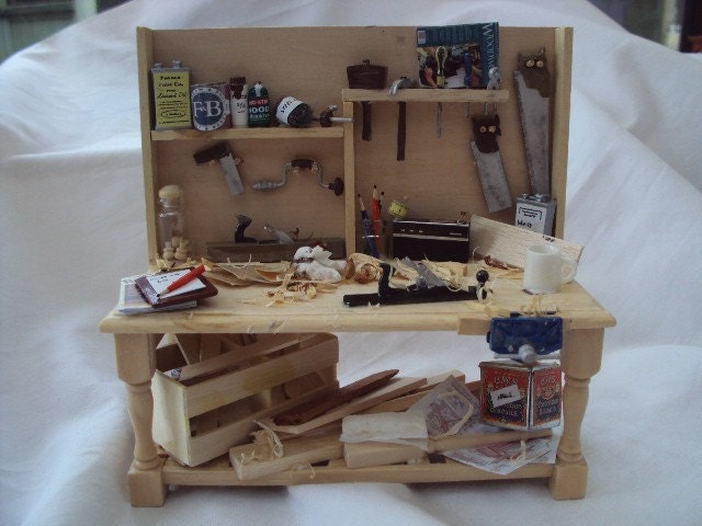 DOLLS HOUSE MINIATURES - Woodworkers / Carpenters Bench