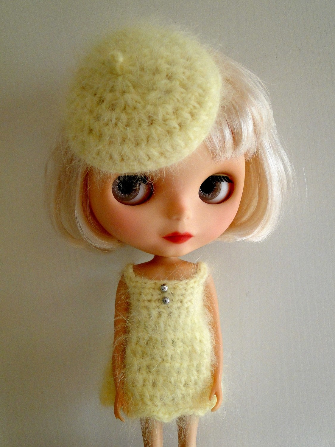 Crocheted set for blythe (miniberet and dress)