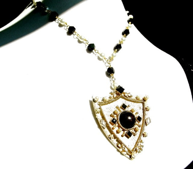 items similar to necklace vintage pearls tudor style