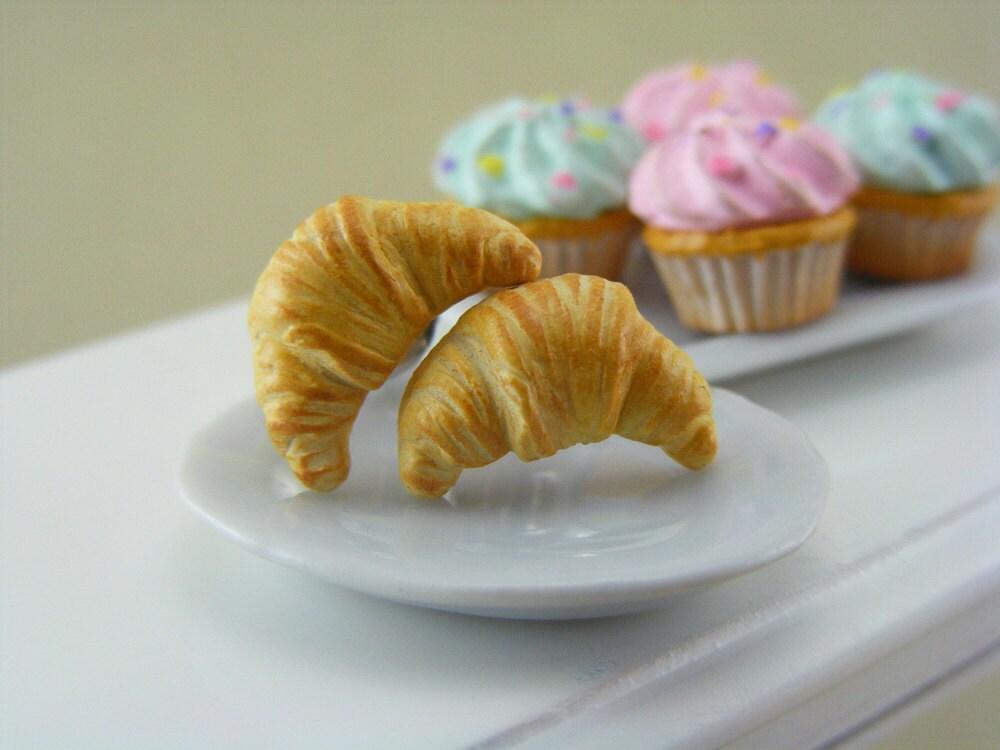 Butter Croissant - Post Earrings