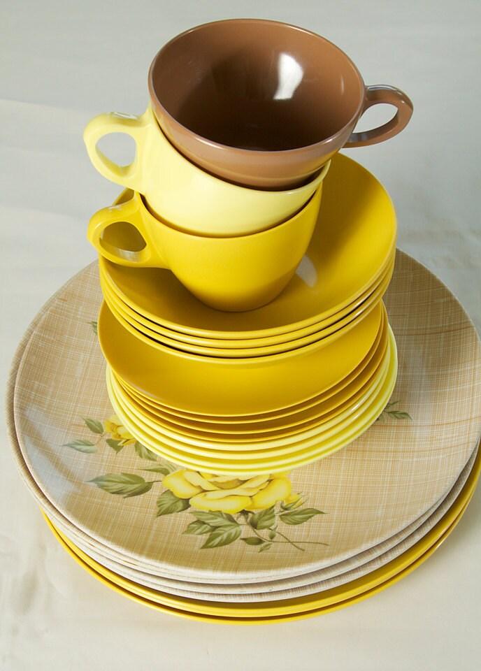 Vintage Retro Yellow  Melmac Dish Collection  26 Piece Set