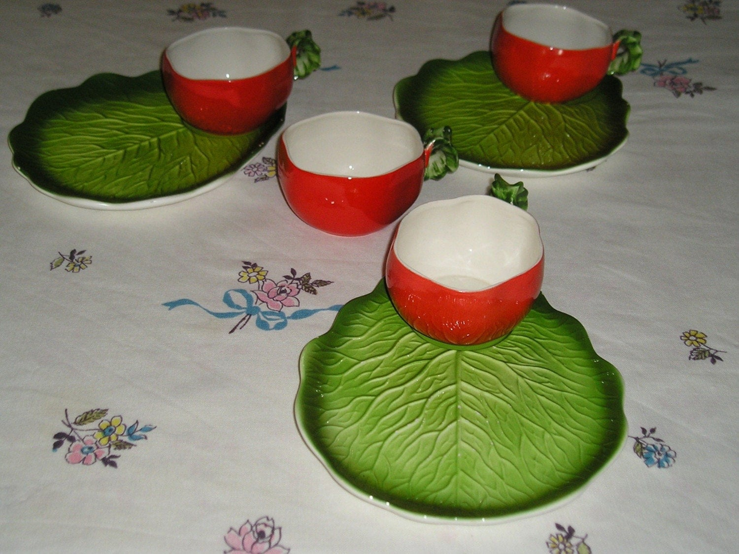 VINTAGE  SNACK SET                                              TOMATOES AND LETTUCE LEAVES                                                              1960s'