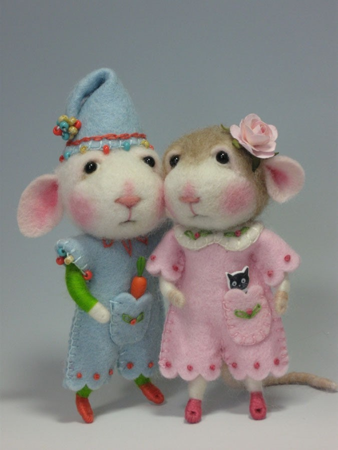 Peanut Bunner and Jilly Sannich Dressed Mouse/Bunny Class Combined Needle Felting CLASS to create BOTH the Bunny and Mouse in PDF files (Kits available and sold separately)