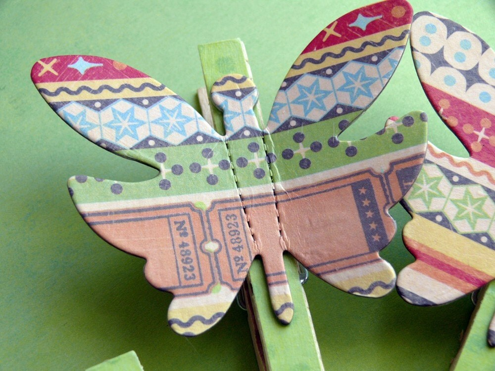 Memo Clips altered decorative clothespins ----Wings