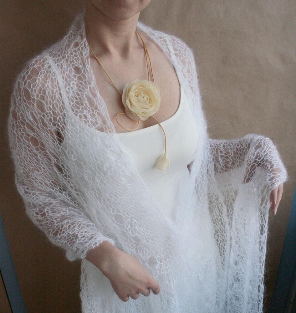 ch le en mohair tricot main pour mari e frileuse bijoux volutes mariage. Black Bedroom Furniture Sets. Home Design Ideas