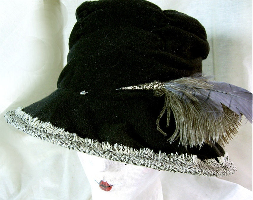 Regency Tall Hat / Red Lining with Feathers