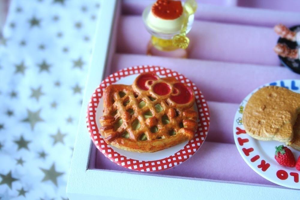 Hello Kitty apple pie ring