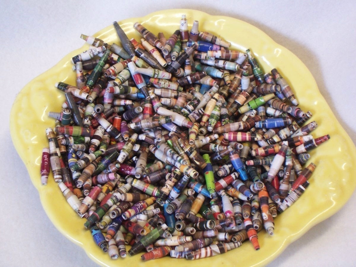 200 Paper Beads Handmade Scrapbook Art Vintage Telephone Directory Primitive Feather Christmas Tree Garland 1/2 Off Today