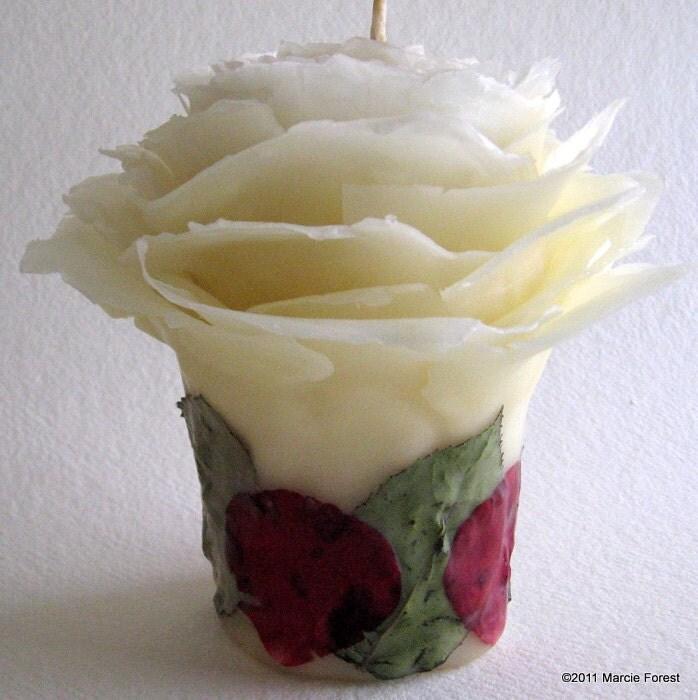 Розовый сад Свеча на Рождество, подарки, Свадьба - Чистый пчелиный воск в естественных белый, с красной розы - Уникальные свечи от Марси Лесная