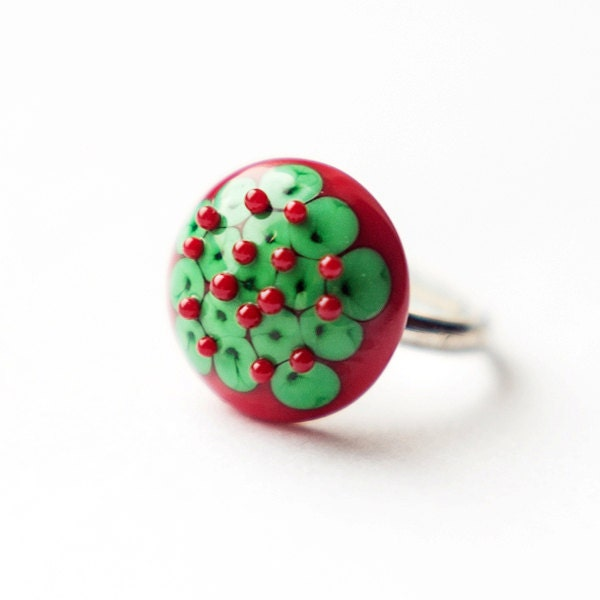 Christmas style green and red lampwork handmade glass ring, OOAK - EmeraldFlameCrafts