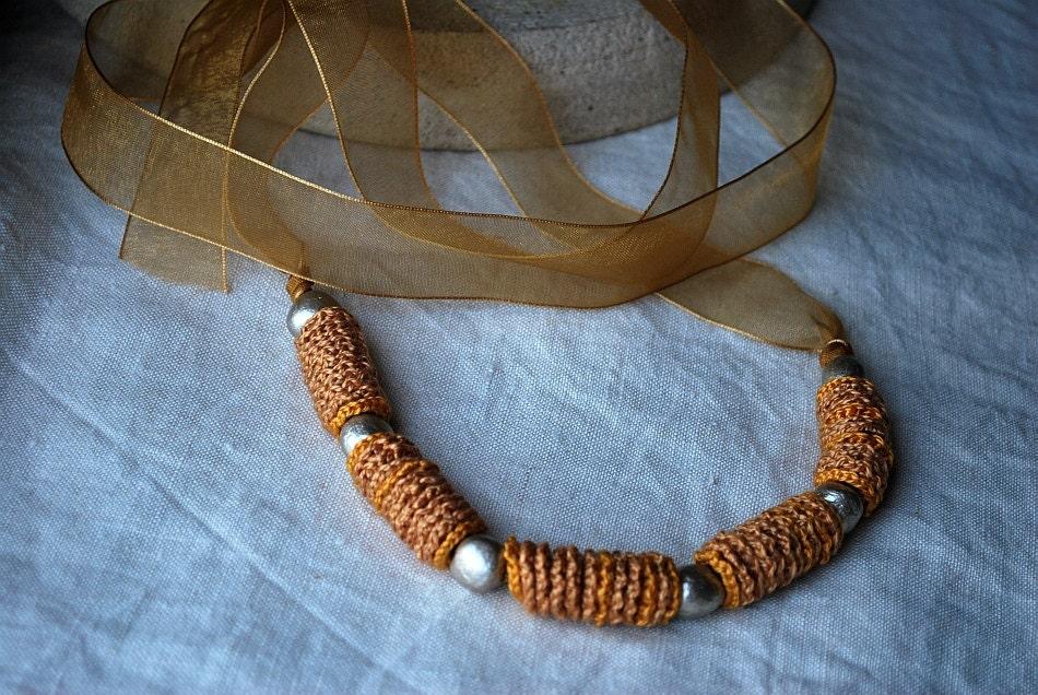 Вязание бисером ожерелье wiith бусины ручной Глина в Золотой шампанского.  Гипоаллергенный.