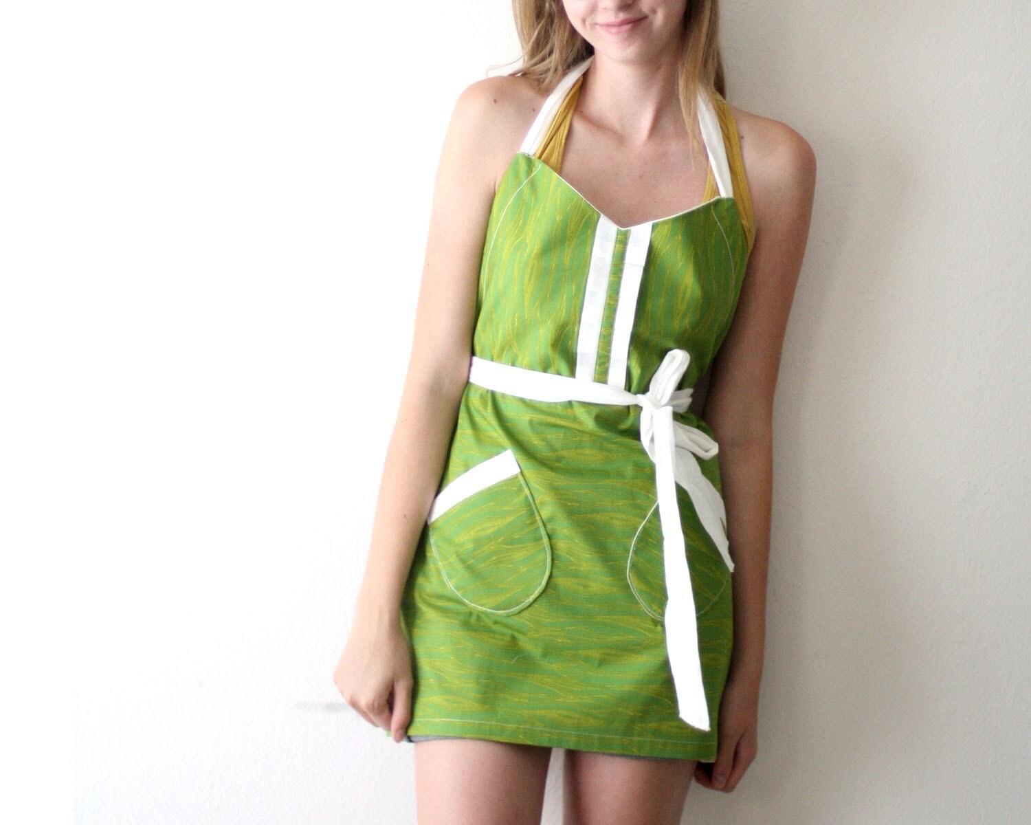 Green Woodgrain Apron - dark green chartreuse white adjustable cotton hostess apron with ruffles, pockets - TheSSSeamstress