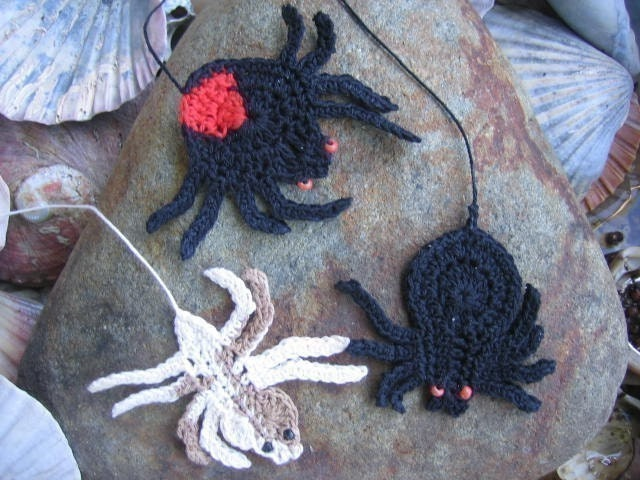 Australian Killer Spiders - crochet patterns bookmarks and motifs